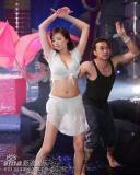 组图:台湾综艺节目尺度大胆李妍瑾湿身秀丰胸