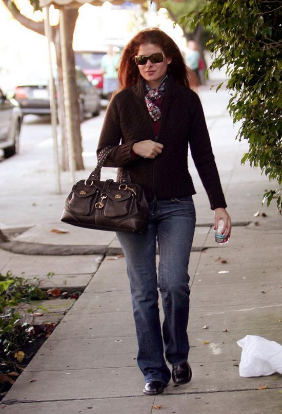 组图:《威尔和葛蕾丝》女星纽约街头悠闲漫步