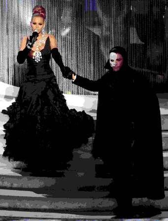图文:碧昂斯现场演唱《歌剧魅影》主题曲