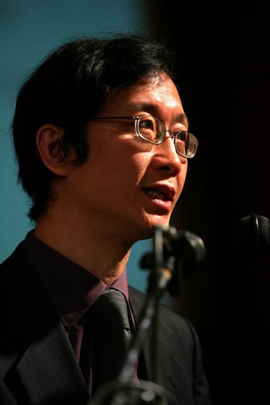 组图:清华大学影视传播研究中心主任尹鸿发言