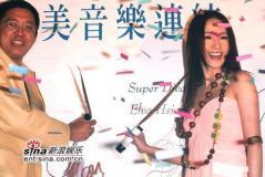 组图:萧亚轩加盟华纳长裙出席签约记者会