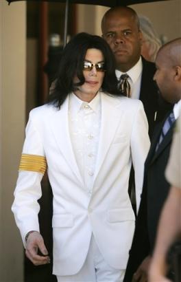 杰克逊自称阴谋受害者否认健康危机及破产传言