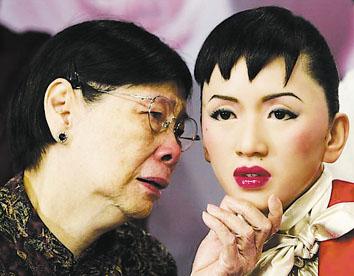 梅妈:决不拿梅艳芳的感情故事卖钱(组图)