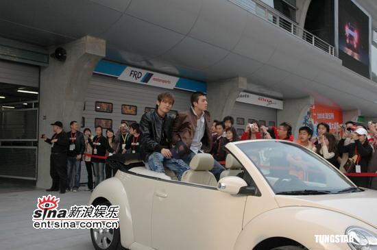 图文:《头文字D》上海宣传-周杰伦与陈冠希
