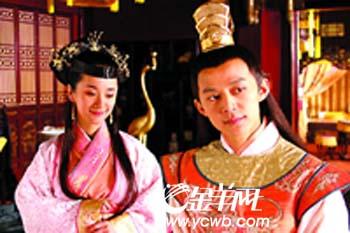 """《正德演义》杀青何炅当上""""荒淫皇帝""""(组图)"""