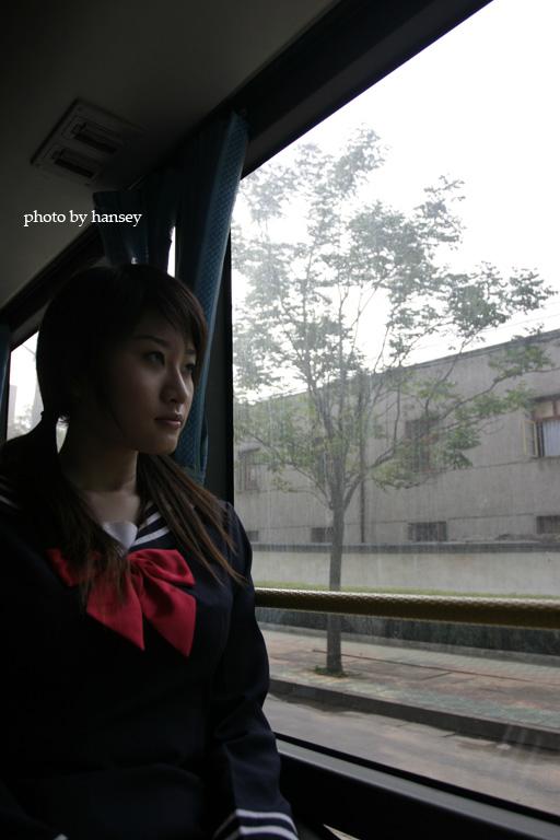 图文:《迷藏》首支单曲拍摄MV展现校园青春(3)