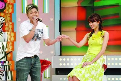 """李玖哲情歌示爱林志玲被要求""""爱的抱抱""""(图)"""