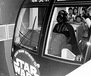 黑武士日本变身电车男《星战3》出奇招博宣传