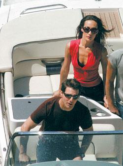 《碟中谍3》意大利开工未婚妻凯蒂狂吻克鲁斯