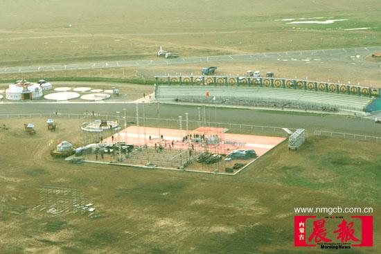 资料图片:飞机航拍的格根塔拉草原摇滚狂欢地