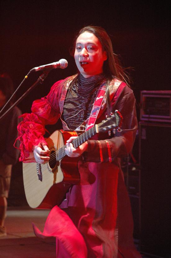 资料图片:草原音乐节表演乐队--二手玫瑰