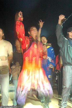 资料图片:草原音乐节狂欢现场--观众