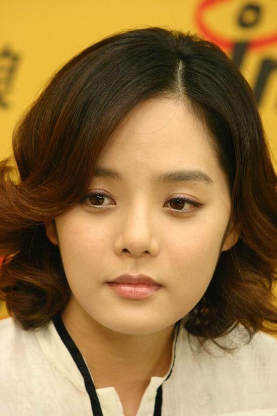 图文:韩国影星蔡琳作客新浪--高雅文静