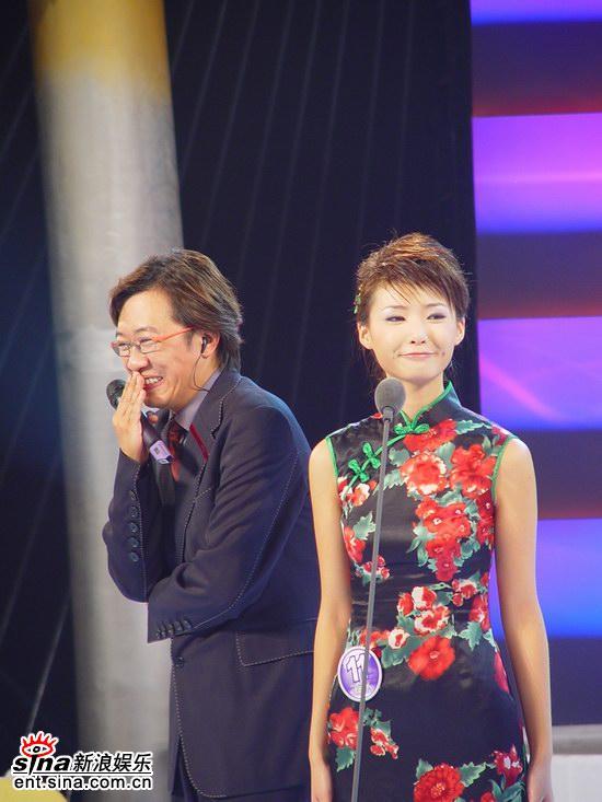组图:曹异PK邹娜获胜荣获2005年度星姐冠军