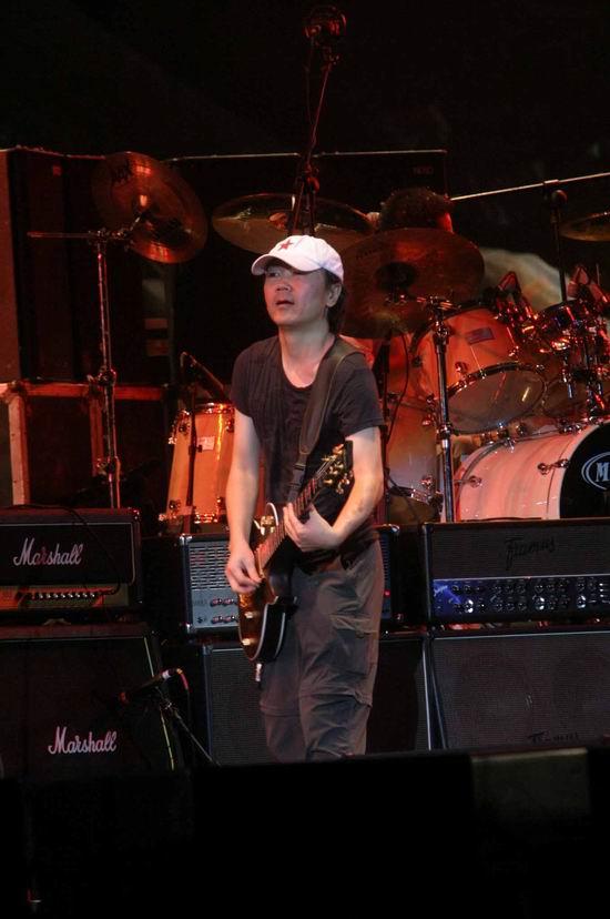 图文:崔健开唱让首体摇滚--走自己的风格