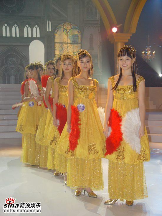 组图:2005星姐总决选佳丽金色长今服受到好评