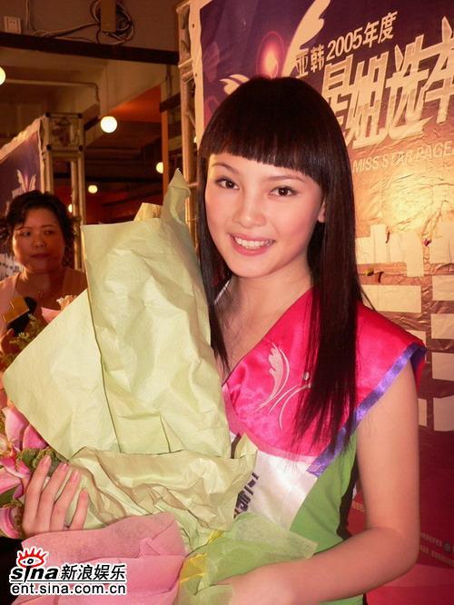 图文:星姐单项奖--完美肌肤完美秀发奖邹娜