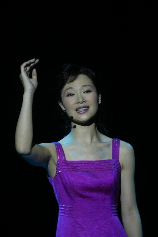 资料图片:2005年音乐剧《赤道雨》精彩剧照(8)