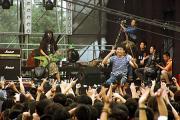 组图:2005迷笛音乐节第一天歌迷与乐队同欢