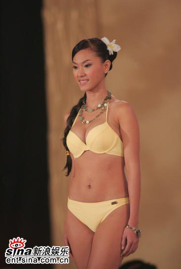 图文:亚姐总决赛直播--11号钟莎韵泳装展示