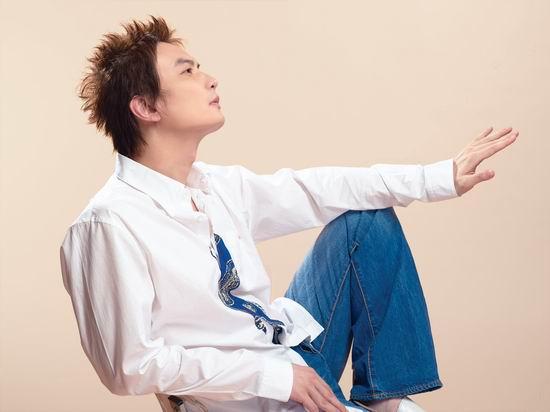 资料图片:李泉新专辑造型(6)