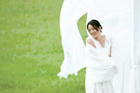 穿飘逸纱裙做白日梦林嘉欣拍广告腰酸腿痛(图)