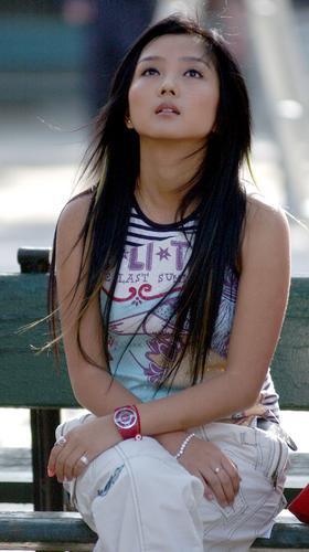 何洁/何洁挑染头发充满野性夏日装扮清纯迷人