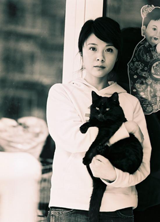 资料图片:杨若兮担任小动物保护协会大使(4)