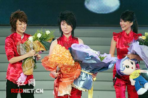 06超女比赛落幕尚雯婕夺冠前两名得票超李宇春