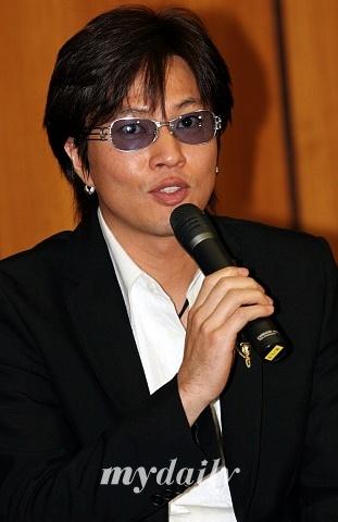 韩国歌手金正民与日本歌手谷留美子喜结良缘