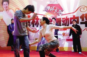 钟丽缇解小东教跳舞