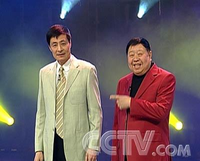 图片:马季生前生活照--马季与刘伟说相声