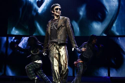 2011rain演唱会_rain成功举行世界巡回演唱会第一站表演