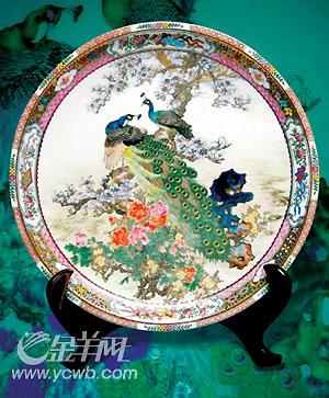 广彩:春花飞上银瓷面图片