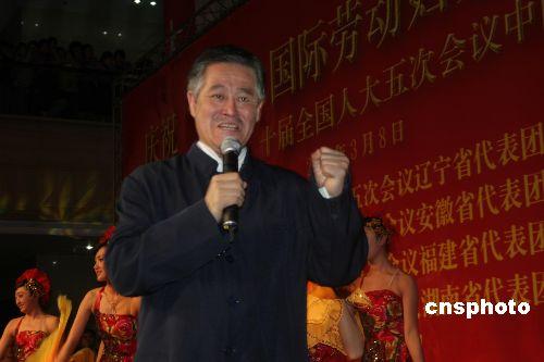 """两会人物:赵本山:""""当农民难,海外华侨也不易"""""""