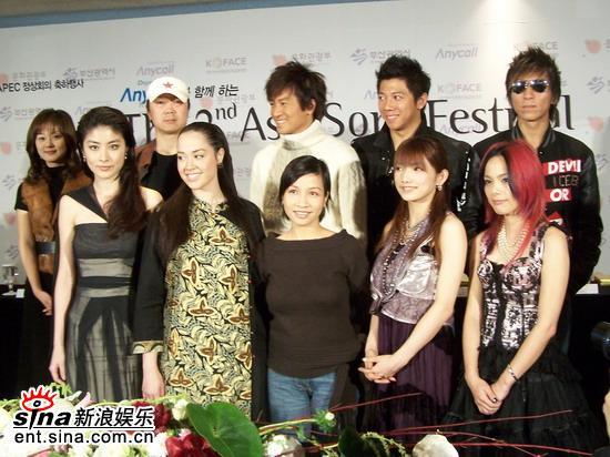 图文:第二届亚洲音乐节发布会--合影