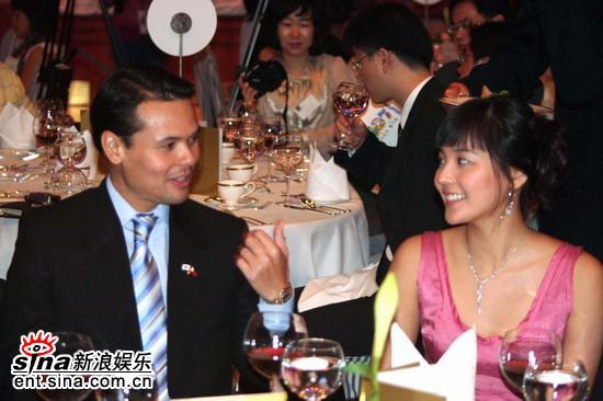 图文:韩星柳真任菲律宾宣传大使--与菲律宾观光部长