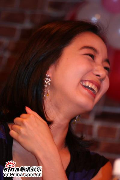 图文:姜成妍入围大钟奖开生日会--李素妍