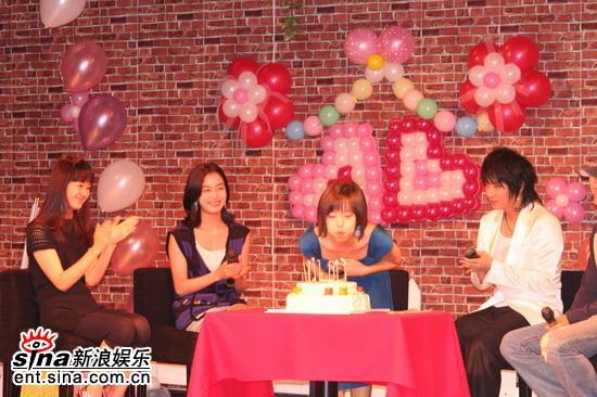 图文:姜成妍入围大钟奖开生日会--生日会很热闹