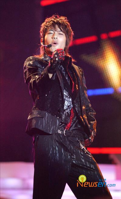图文:首尔电视颁奖庆祝盛典火爆--Se7en高歌