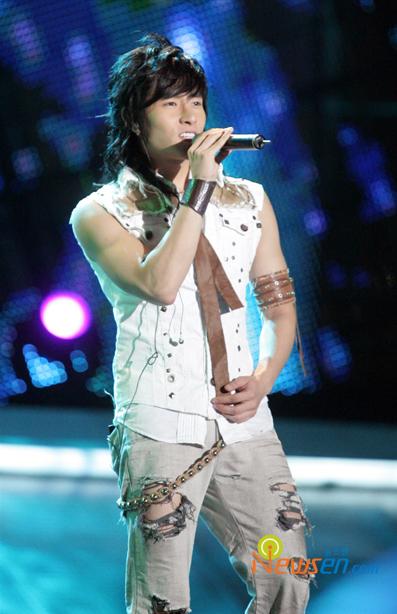 图文:首尔电视颁奖庆祝盛典火爆--实力派歌手