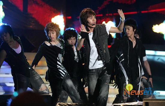 图文:首尔电视颁奖庆祝盛典火爆--SuperJunior