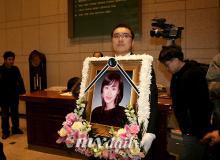 组图:韩星金馨恩遗体告别白发父母悲痛欲绝