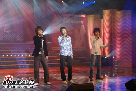 图文:2007超级之星总决赛--舞台三少年