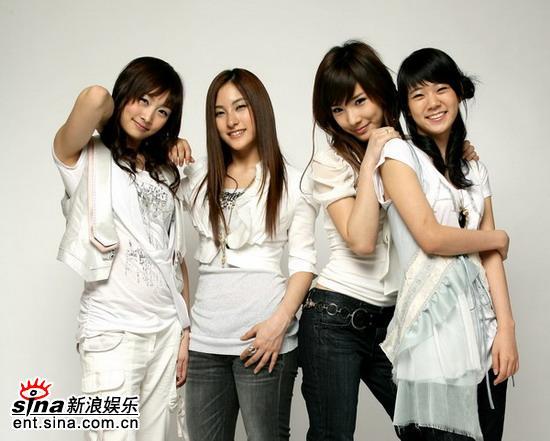 图文:韩国组合kara独家做客 四人美女组合kara