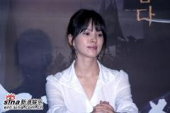 组图:韩片《黄真伊》首映宋慧乔白裙素雅安静