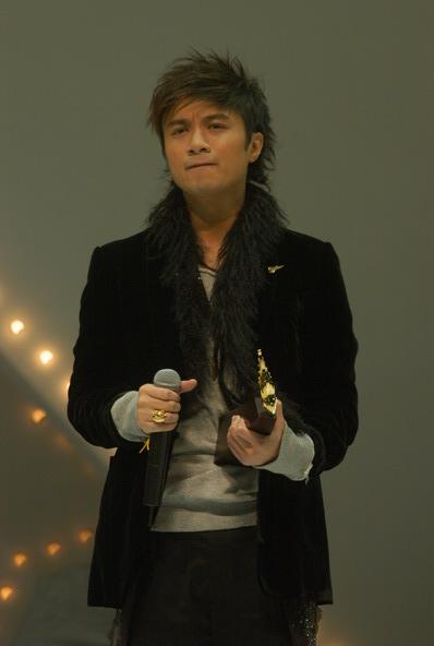 图文:古巨基出席叱咤乐坛流行榜颁奖礼