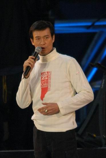 组图:香港爱心大汇演郑少秋演唱《轮流转》