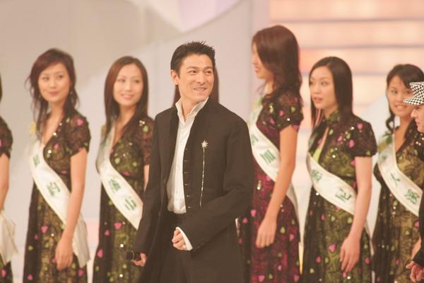详讯:刘德华获得五项大奖成今晚最大赢家