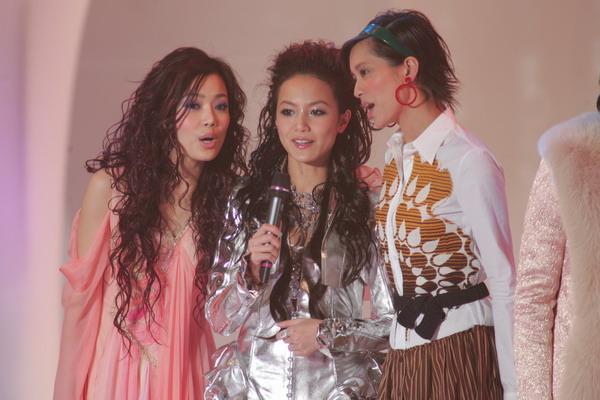 组图:TVB十大劲歌金曲颁奖礼众明星登台合唱
